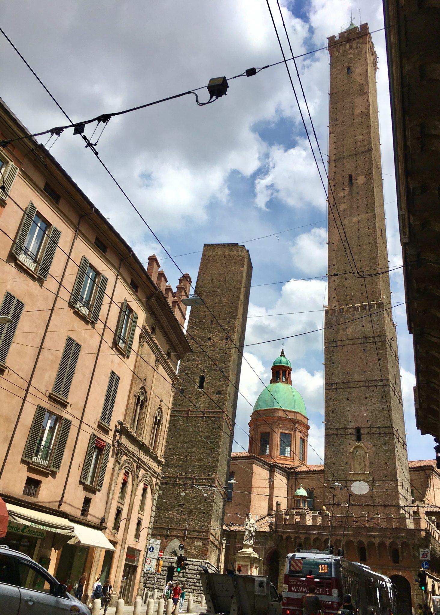 dwie wieże Garisenda i Asinelli