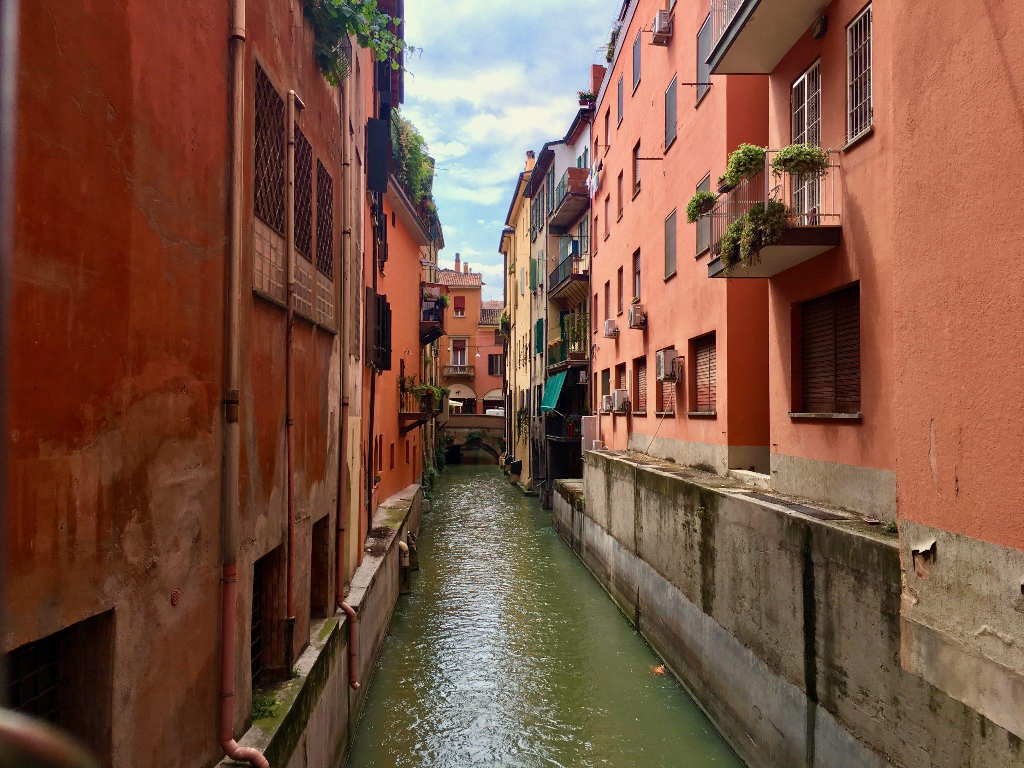 kanał w Bolonii przy ulicy Via Piella 16