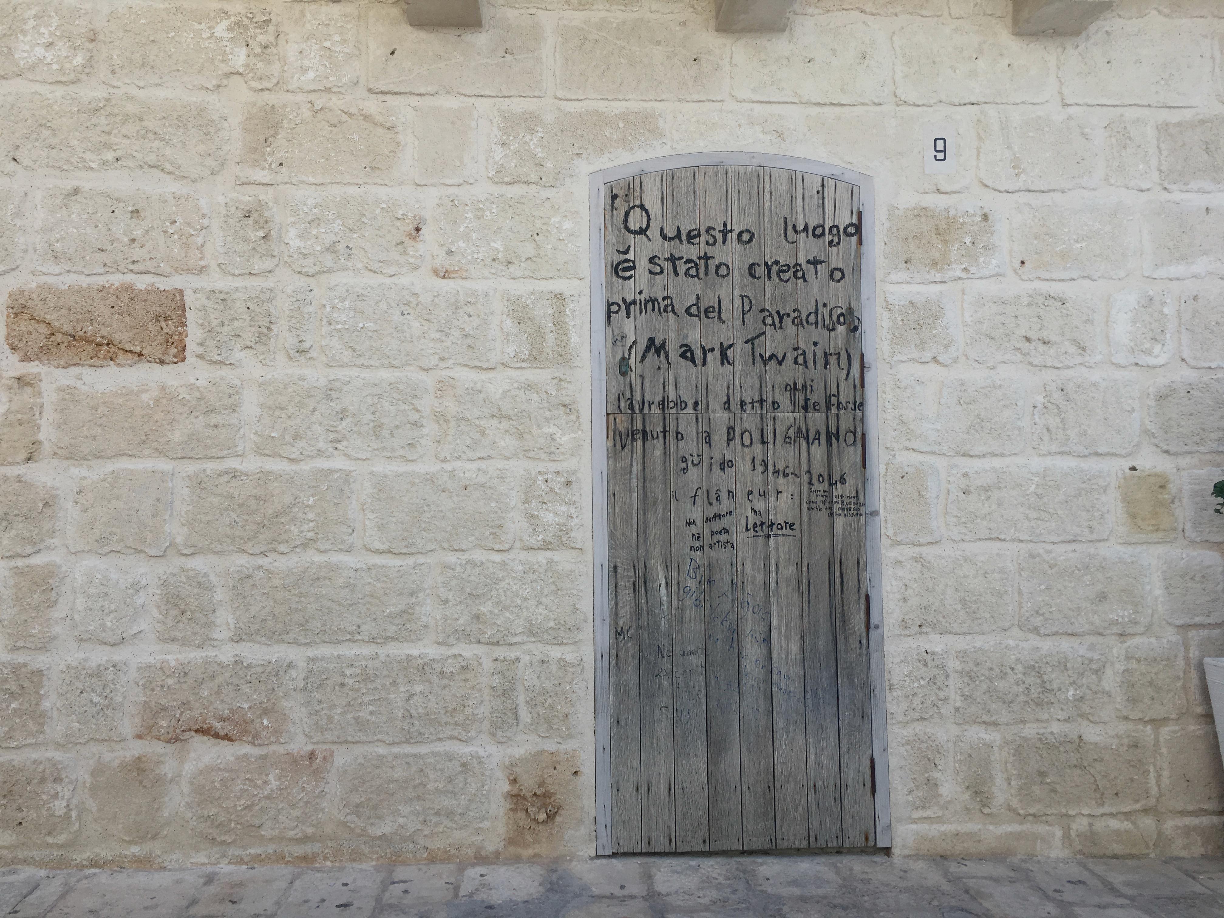 Cytaty powstałe na murach w Polignano a Mare