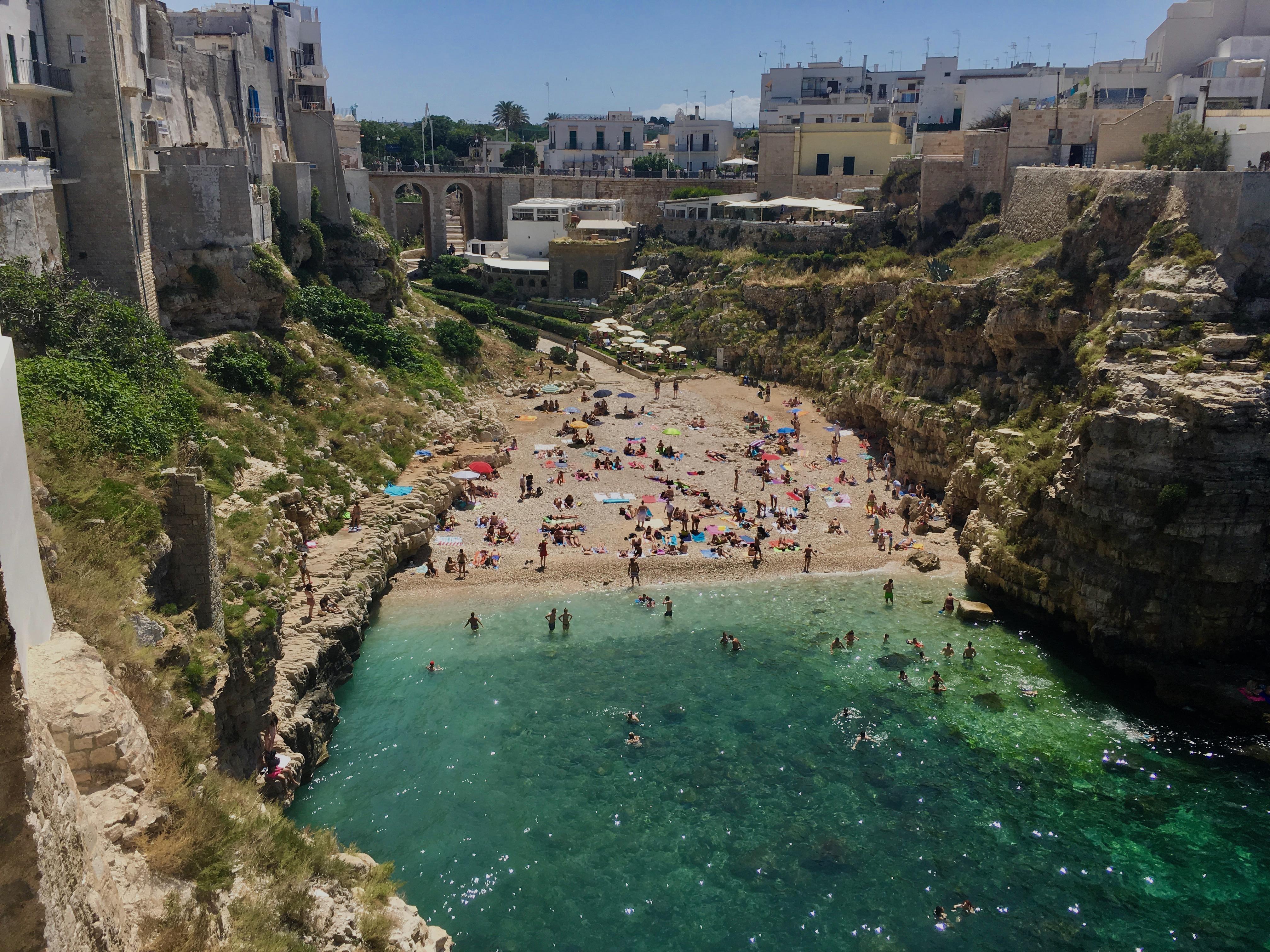Apulia najciekawsze miejsca, plaża w Polignano a Mare