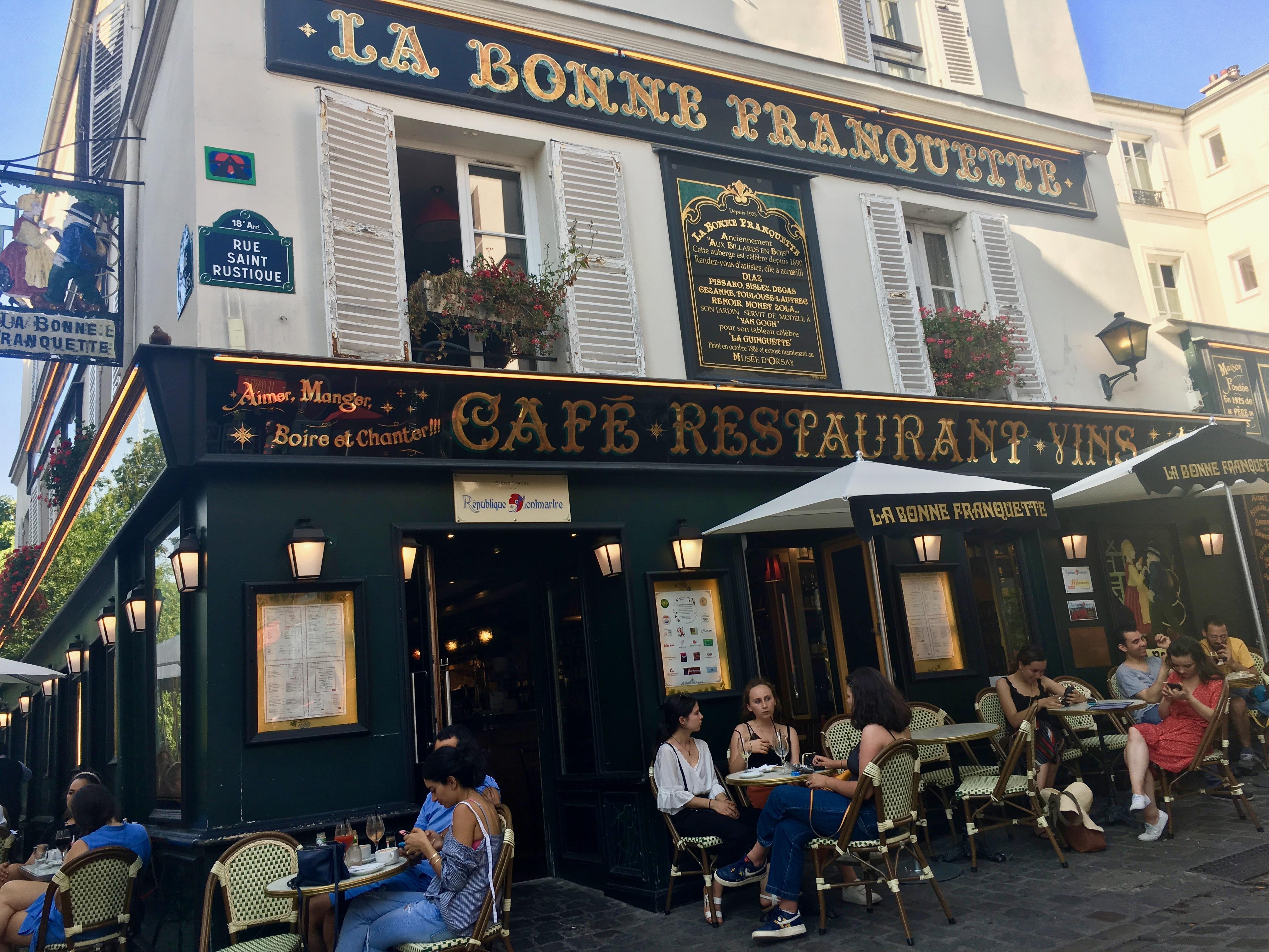 jedna z wielu kawiarni w Montmartre